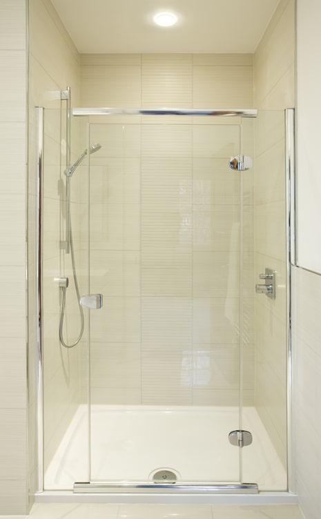 Framed vs. Frameless Shower Doors 1